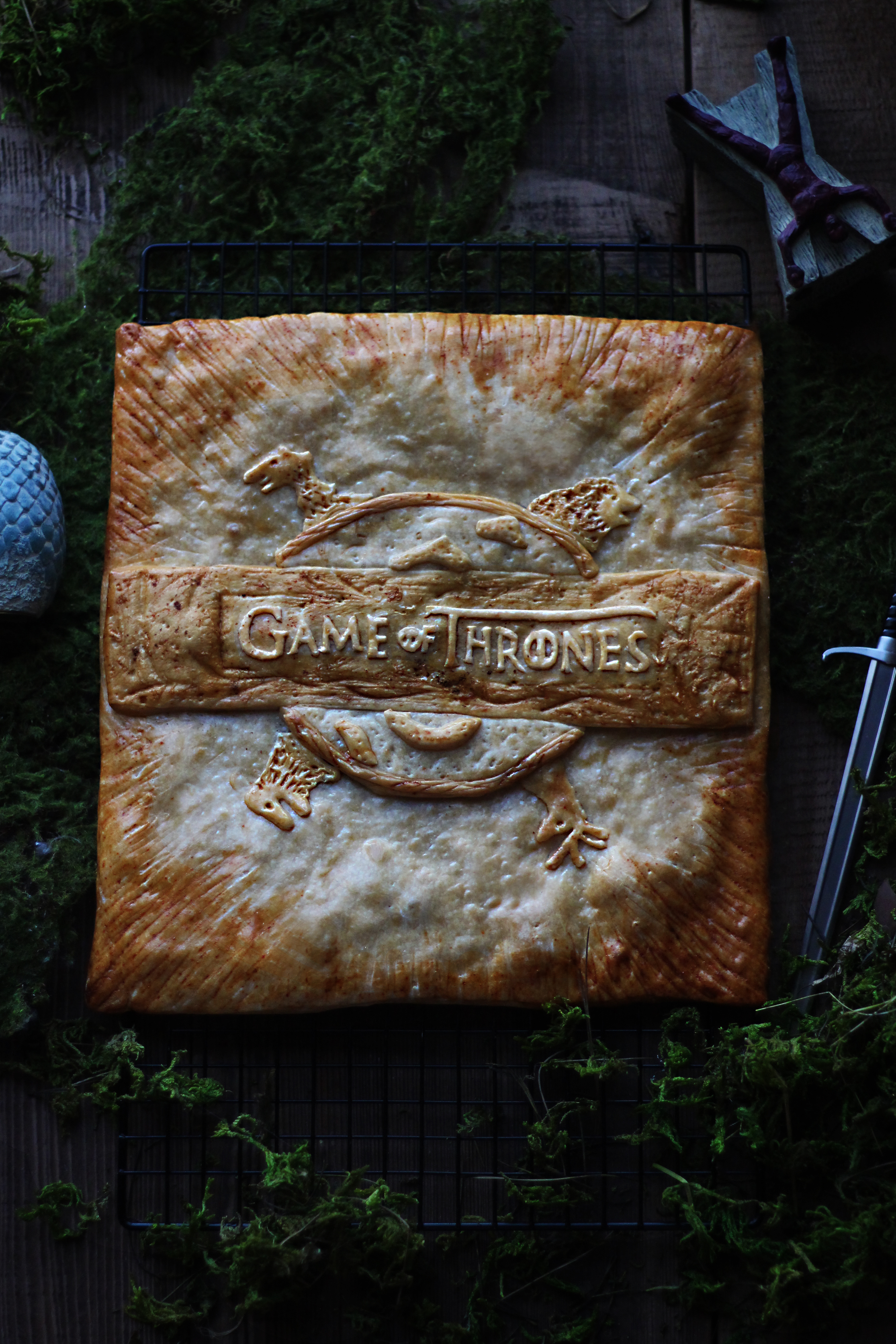 game of thrones bread centerpiece feast of starlight. Black Bedroom Furniture Sets. Home Design Ideas